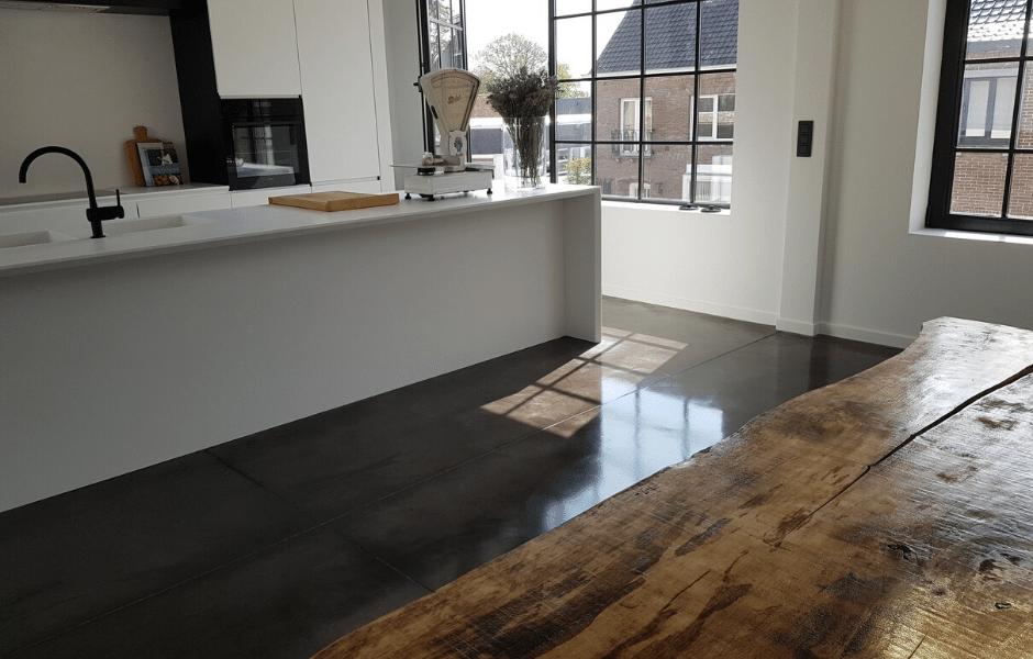 gepolierde beton keuken, gezaagd, grote tegels