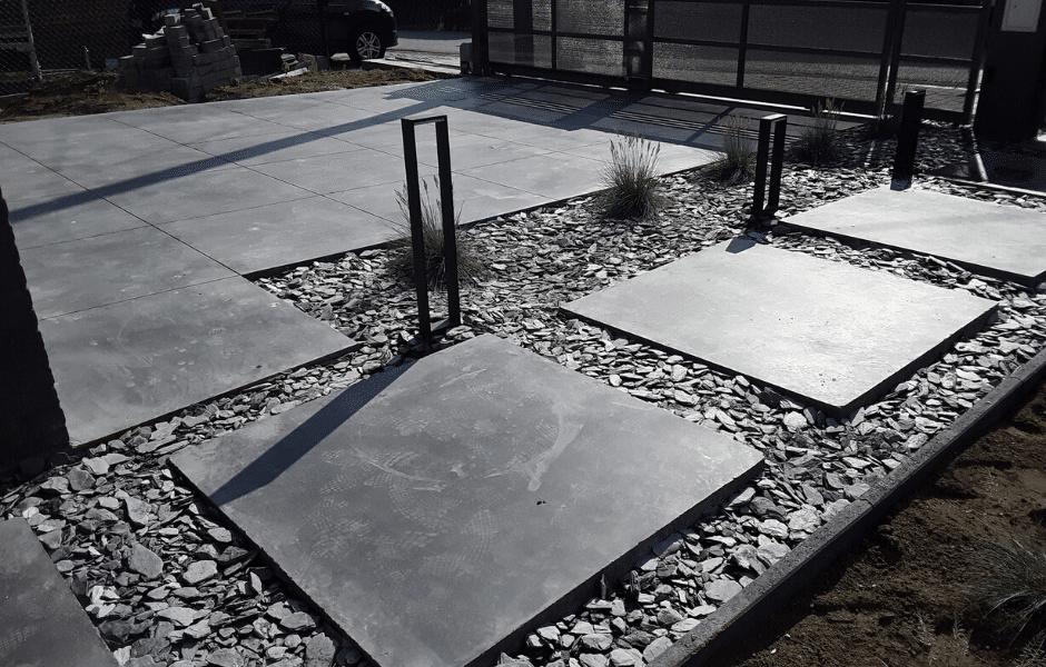 oprit in gepolierde beton stapstenen