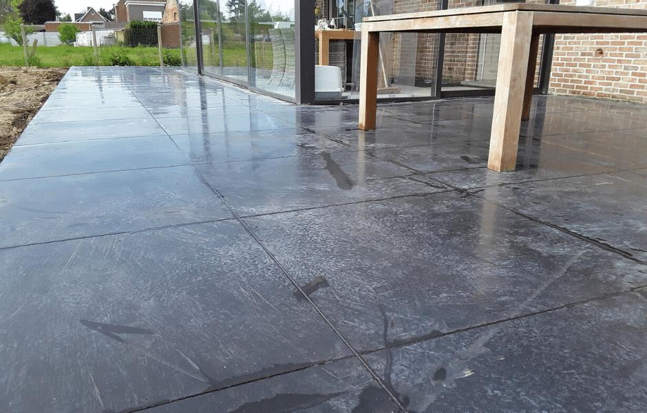 terras in gepolierde beton antraciet grijs